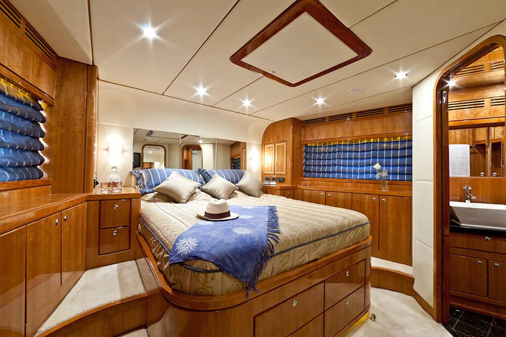 Cabina Armadio Vip : Cabina vip samaric motor yacht charter